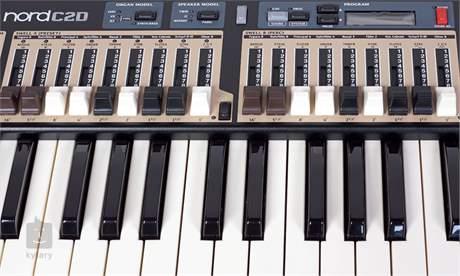 NORD C2D Dvoumanuálové digitální varhany