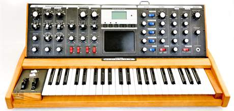 MOOG Minimoog Voyager Performer Edition Analogový syntezátor