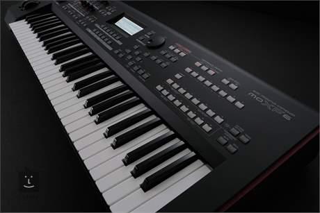 YAMAHA MOXF6 Syntezátor s interní zvukovou kartou
