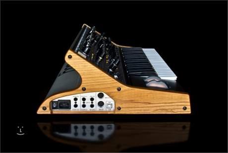 MOOG SUB 37 Analogový syntezátor