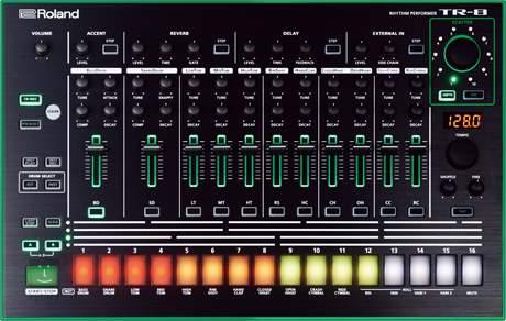 ROLAND TR-8 Bicí syntezátor, sekvencer